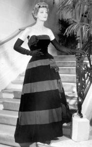 Черное бархатное вечернее платье из осенней коллекции Christian Dior Paris, 28 августа 1953 г.