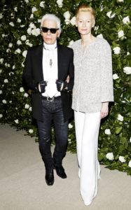 Карл Лагерфельд, Тильда Суинтон на гала-вечере Музея современного искусства на Манхеттене Film Benefit 2013, 5 ноября 2013 г.