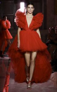 Кендалл Дженнер на шоу Giambattista Valli Loves H&M в Риме, 24 октября 2019 г.