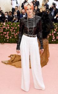 Кристен Стюарт на балу Института костюма Met Gala Camp: Notes on Fashion в Нью-Йорке, 6 мая 2019 г.