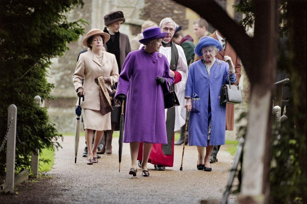 Британские члены королевской семьи: принцесса Уэльская, принцесса Маргарет, королева Елизавета II и королева Елизавета на церемонии Рождественского богослужения в церкви Святой Марии
