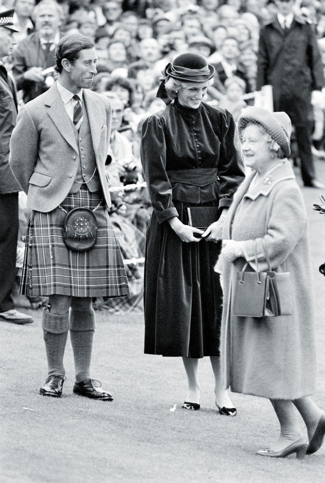 Диана, принцесса Уэльская, и Чарльз, принц Уэльский, королева Елизавета, королева-мать