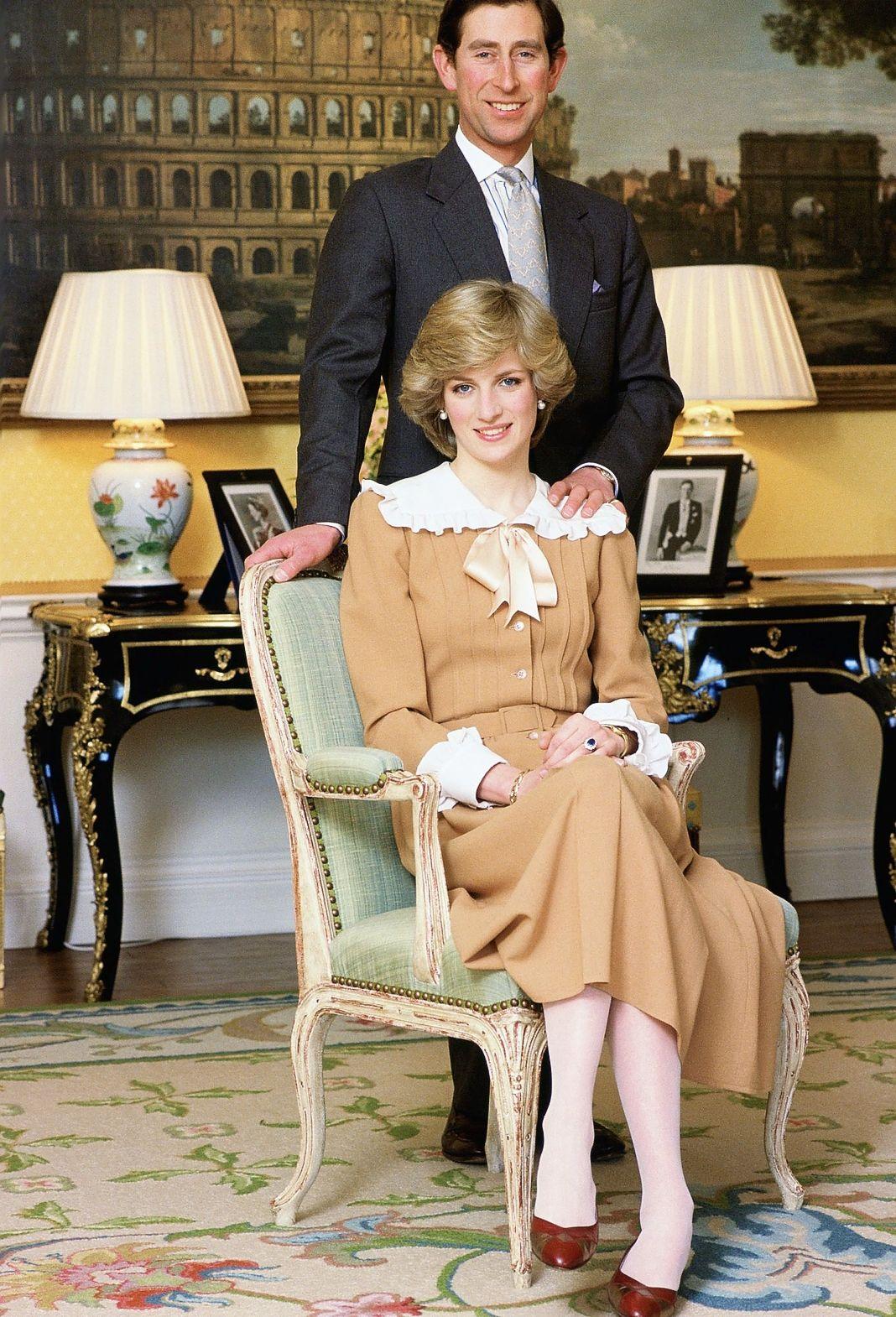 Принцесса Диана и принц Чарльз дома в Кенсингтонском дворце.