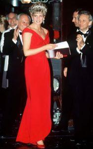 ринцесса Диана на гала-представлении Английского национального балета в Государственном оперном театре в ярком вечернем платье цвета фуксии