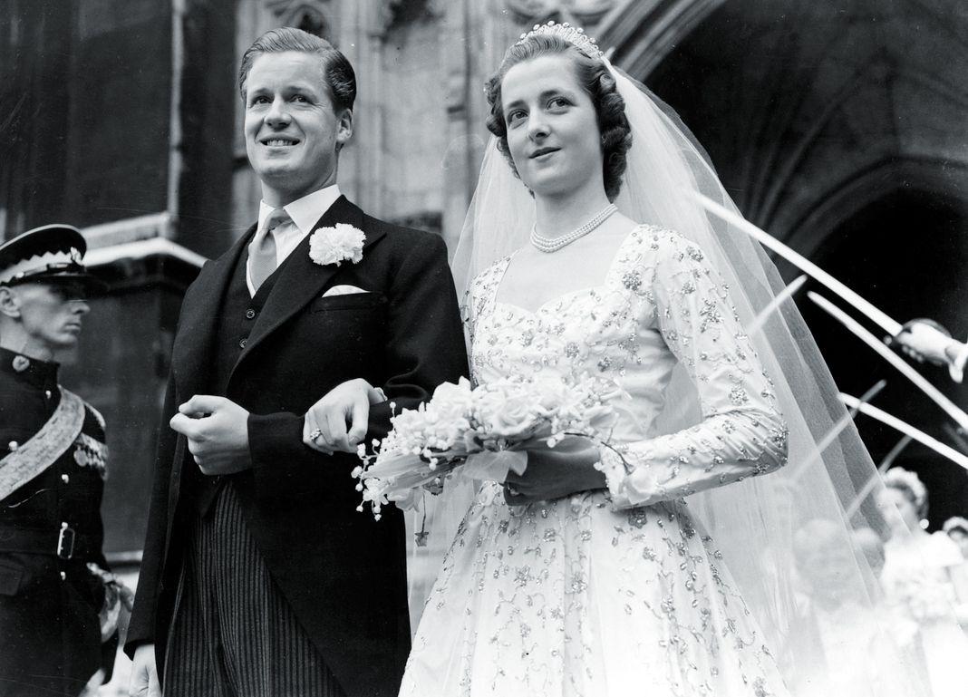 Родители Дианы, виконт Олторп и достопочтенная Фрэнсис Рош на своей свадьбе