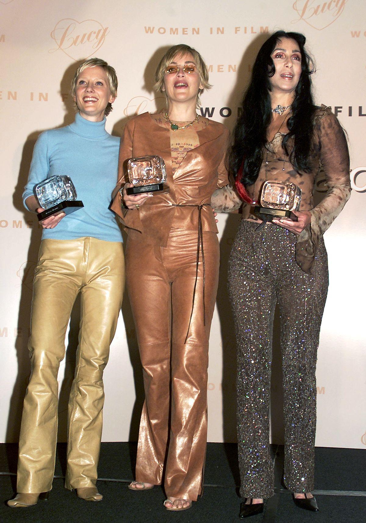 Энн Хеч, Шэрон Стоун и Шер получили награды «Люси» за свою работу в сериале HBO