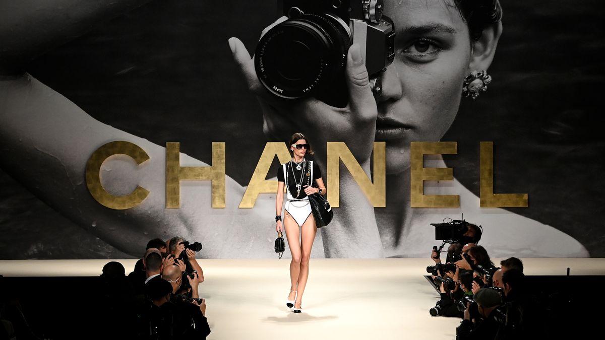 Крупным планом: детали шоу Chanel Весна/Лето 2022
